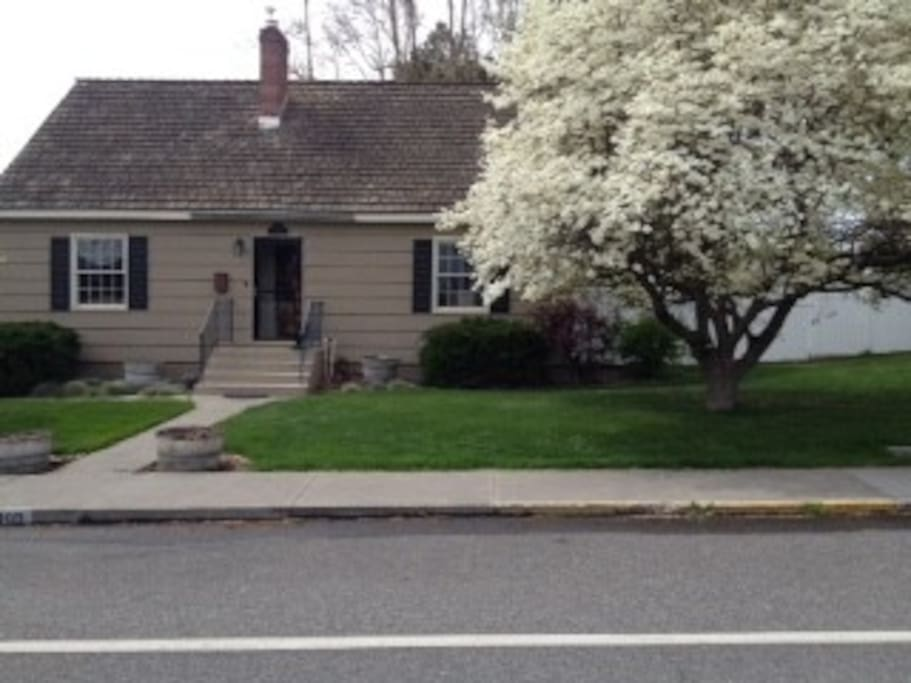 Dogwood Cottage Houses For Rent In Kennewick Washington