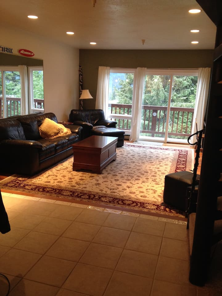 Clean-Quiet & Great Location + Wifi