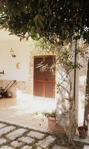 Accogliente Villa,a 50mt dal mare! - Costa Merlata
