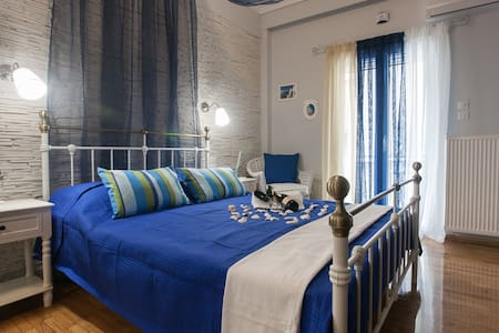 BLUE luxurious AIRBNB room in Athens tourist area - Athina