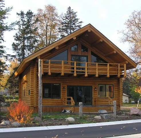 Huge log cabin on leech lake with wifi and cable cabins for Cabins for rent in minnesota