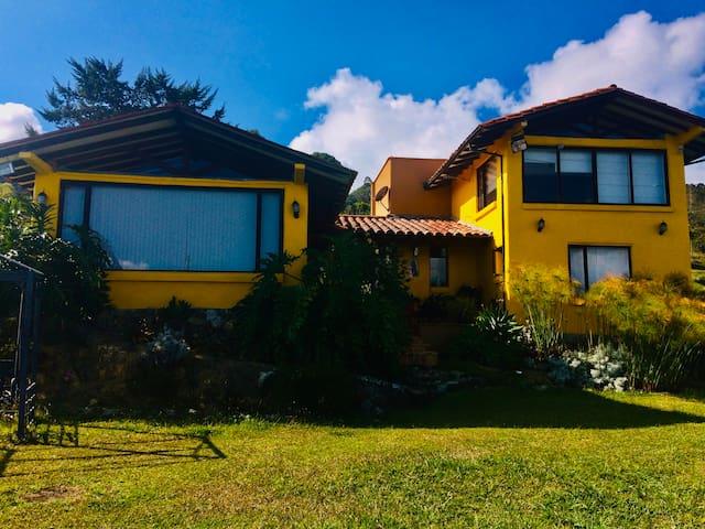 Hermosa Casa en la cima de lo Andes