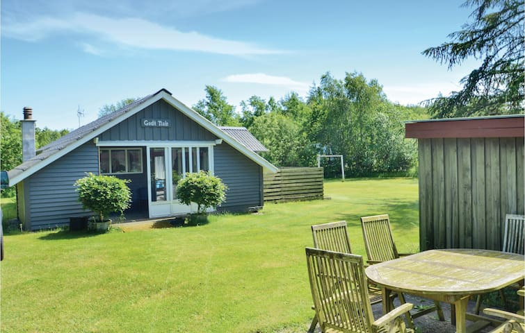 Holiday cottage with 2 bedrooms on 62m² in Farsø