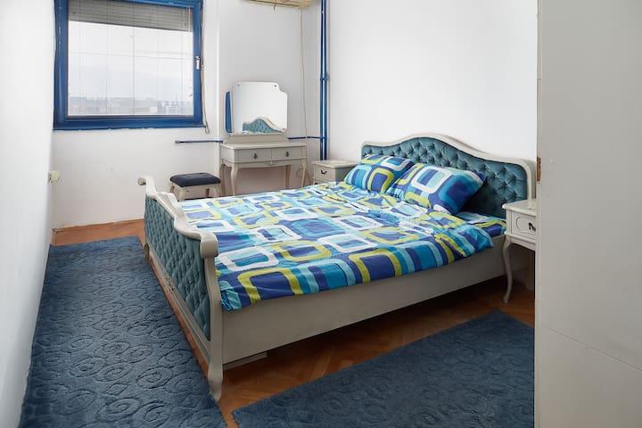 Fuzzbubble Blue Room