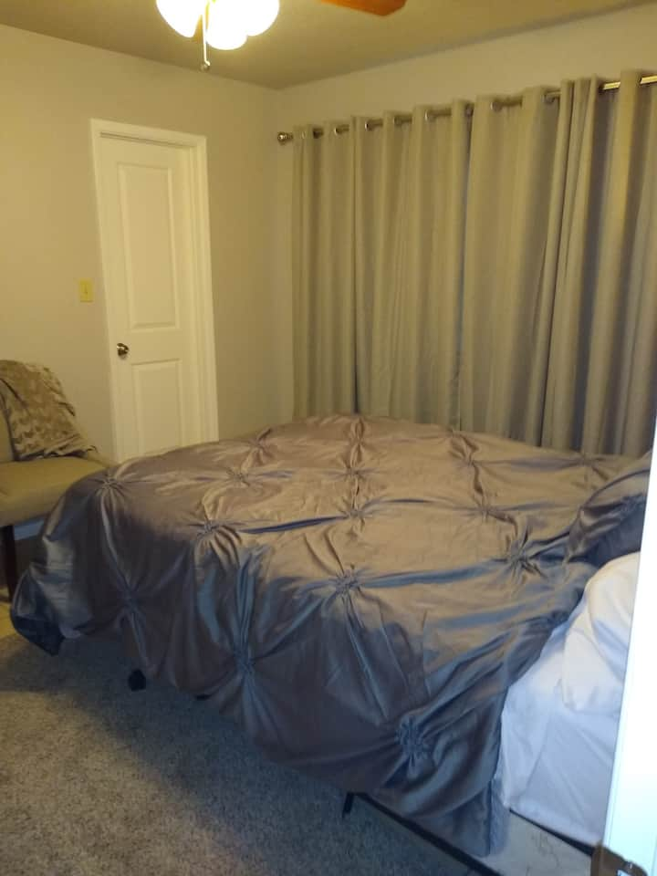 Cozy bed with private bath near Sky Harbor Airport