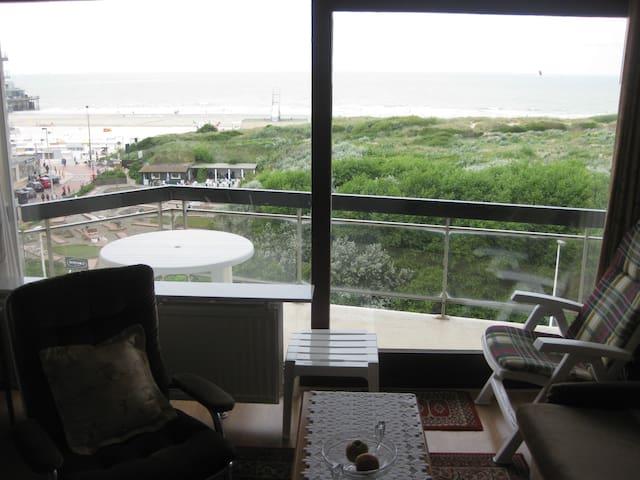 studio at belgian coast