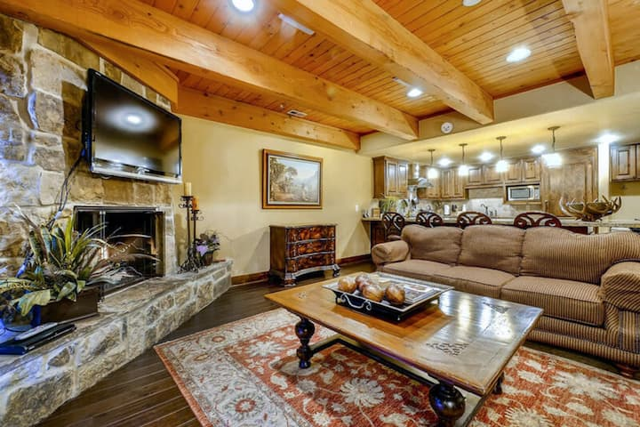 Ski-In/Ski-Out Condo w/ 2 Balconies, Fireplace, Media Room & Shared Hot Tub!
