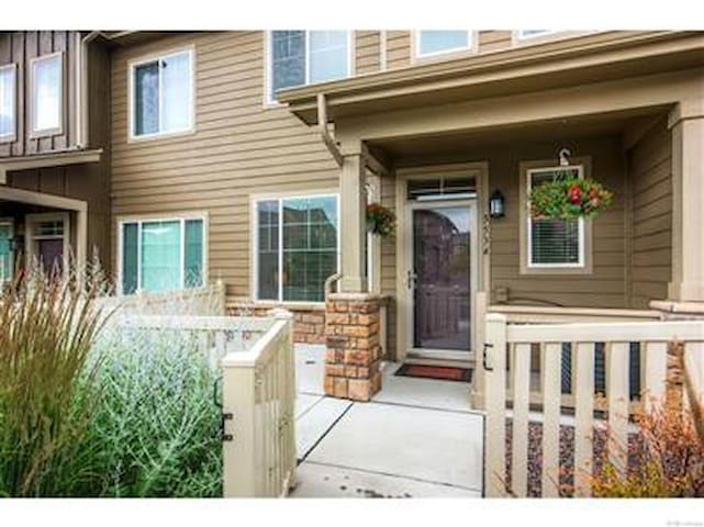 Beautiful TownHome in Quite Neighborhood, Netflix - Arvada - Dům