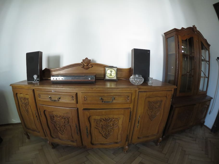 Room 1, antique furniture with Bang and Olufsen radio player from 1976.