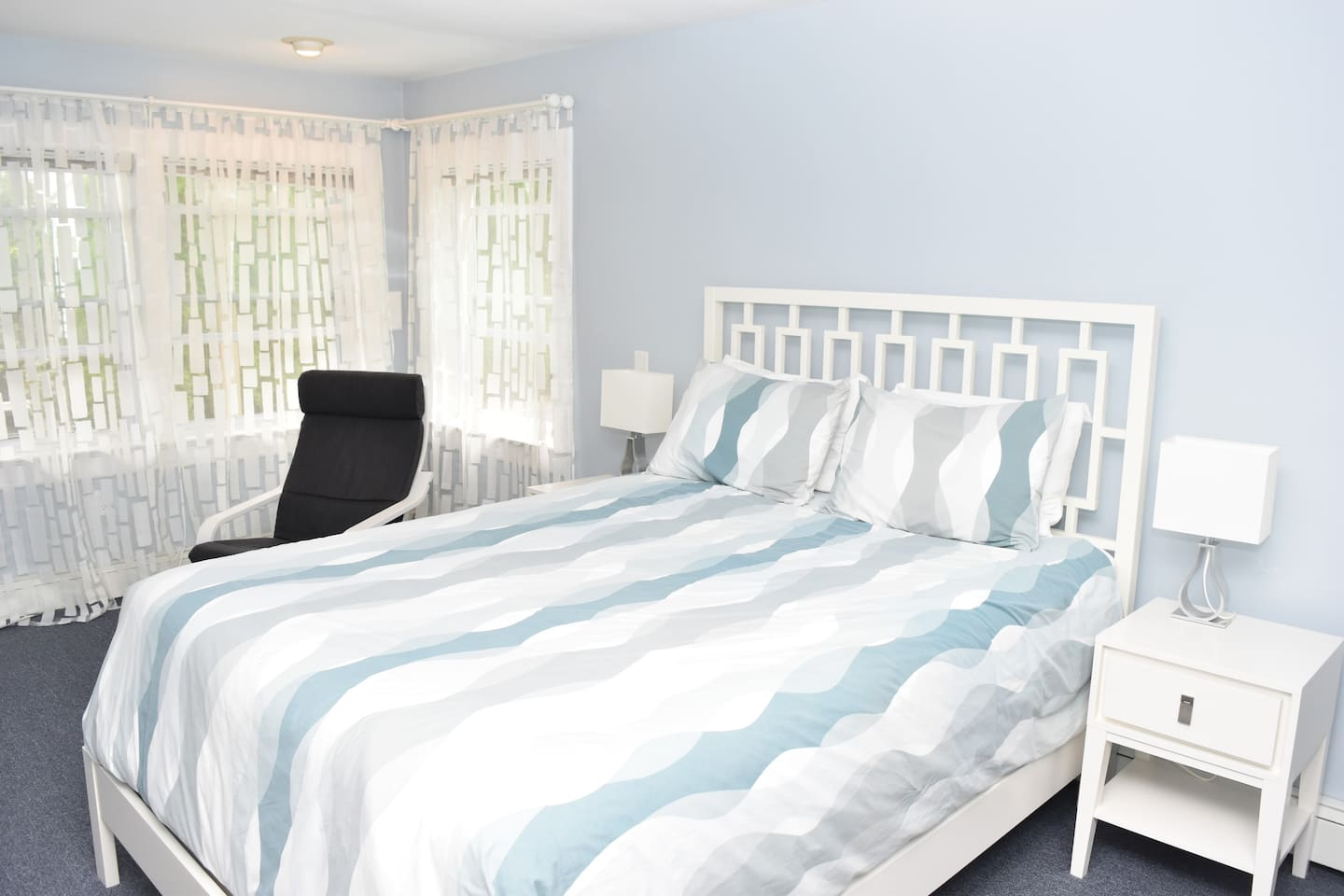 Guest Suite includes private entry, private bath with shower, walk-in closet with fridge, microwave, cups, glasses, knifes and forks, plates, hangers, umbrella, beach bag, AC (in the summer), electric fireplace, work desk, books and smart TV.