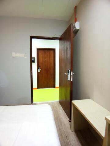 Unikarya Lodge 友家客栈213(温馨情侣房:带独立洗手间,建议入住2大1小)