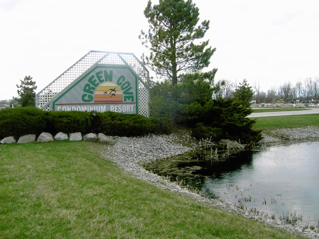 Green Cove Resort, 1 BR condo 2nd Fl OHIO