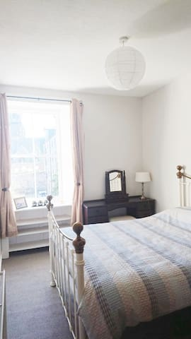 Double Room in Victorian Flat, near Shore, Leith