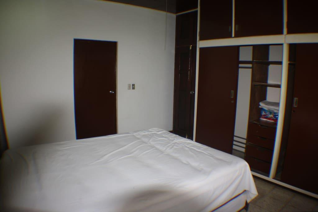 Café.habitación master-con baño y guardarropa, amplio.