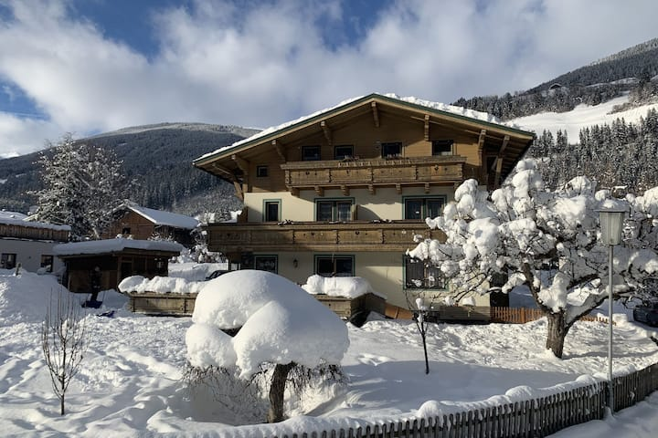 Luxury Apartment in Neukirchen am Großvenediger near Ski Area