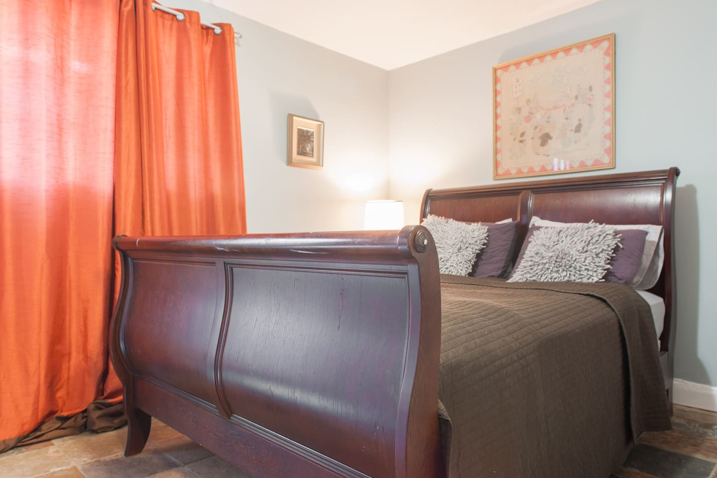 Queen sleigh bed for a great night's sleep.