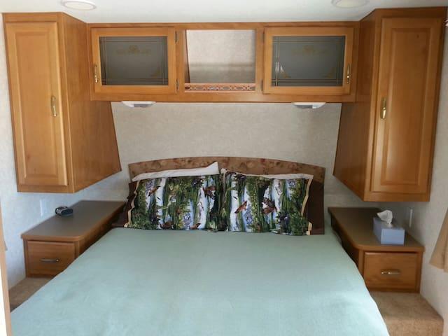 Comfy queen bed with memory foam mattress