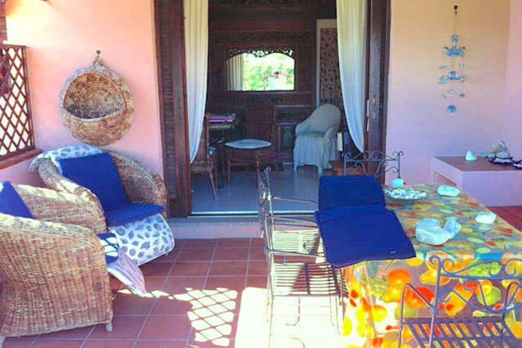 Veranda frontale su giardino condominiale - Front facing patio leading to the communal garden