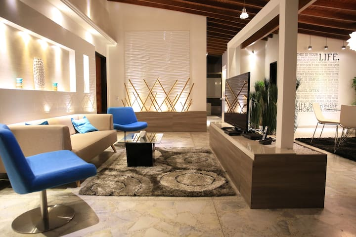 Boutique Suites - Chic Modern Pad - Medellin - House
