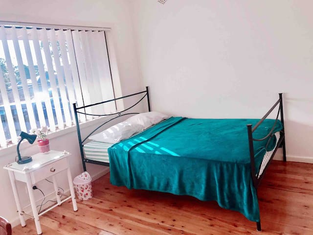 Spacious Room for Rent - in Condell Park