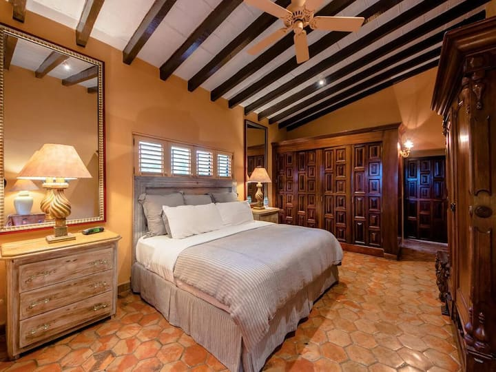 Master King Suite - Breakfast & Close to Beach!