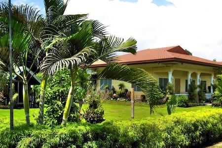Spacious Tropical Bungalow - Dumaguete