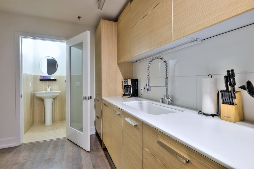 Fully Equipped Kitchen with all your need to Enjoy a Home-Cooked Meal!
