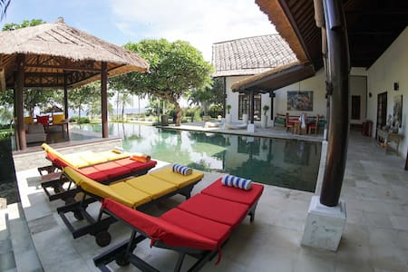 BEACHFRONT LUXURY VILLA LOVINA NORTH BALI