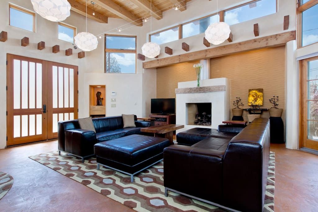 Large great room with gas fireplace, HDTV and panoramic views