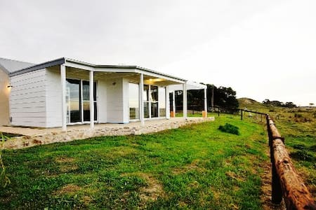 Long Gully Retreat, Robe - Nora Creina