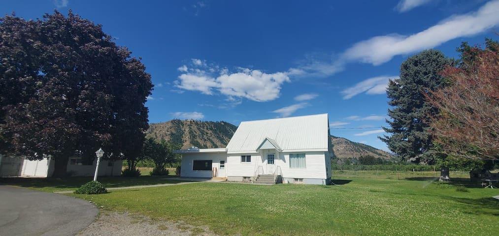 Cope's Canyon View Farmhouse