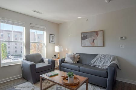 Sophisticated 1BR steps away from VU campus!