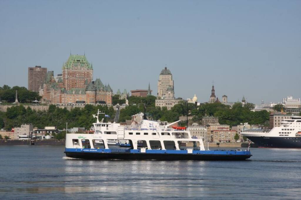 Ferry Levis-Québec 6 am - 2 am, every 30 min (day), every hour (evening)