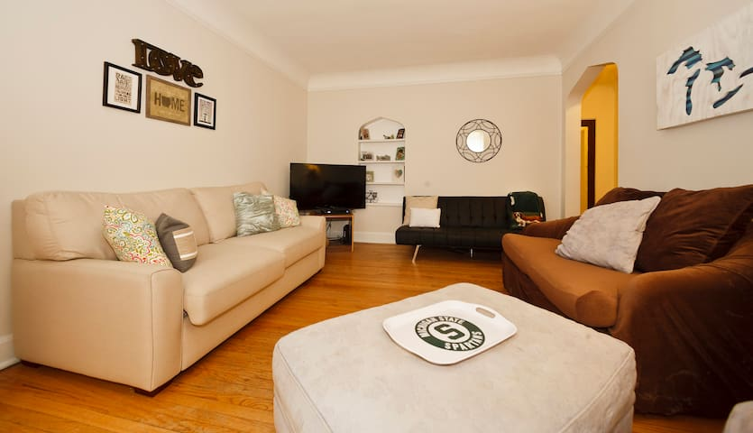 Cozy 1 Bedroom In Ravenswood Apartments For Rent In