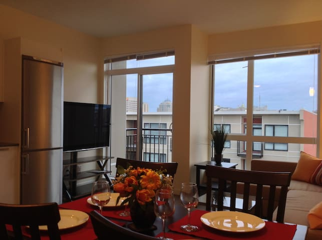 Top floor apt with an amazing view condominiums for rent for Columbia flooring canada