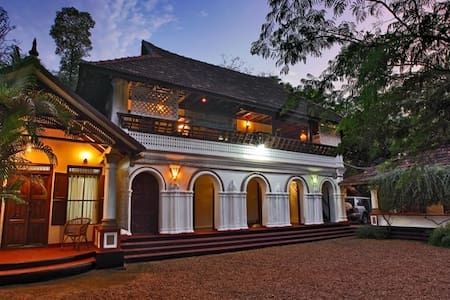 Traditional Heritage Pvt Room - Bed & Breakfast