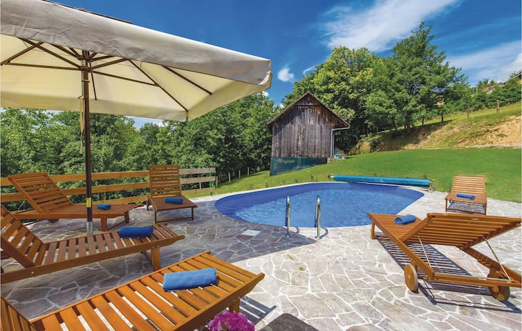 Holiday cottage with 3 bedrooms on 65m² in Ribnik