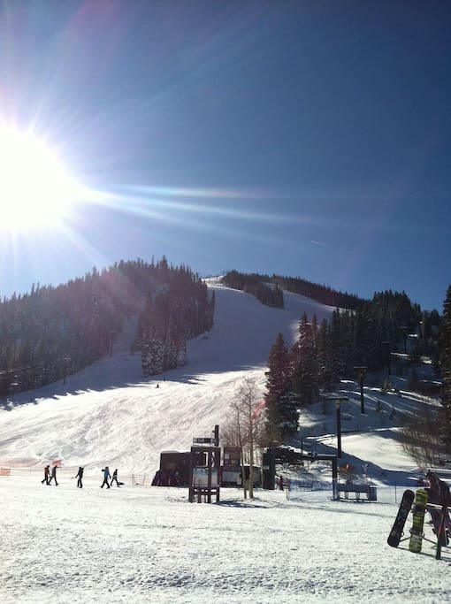 Only a 3 minute bus ride to the base of Winter Park Resort