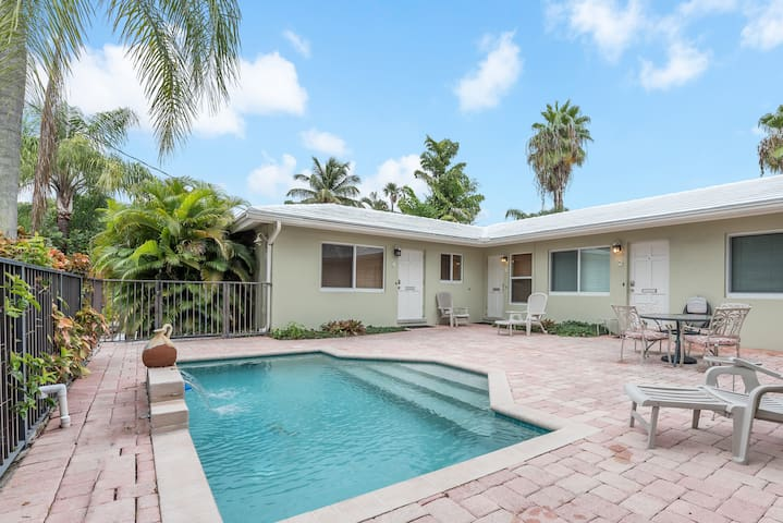 1/1 With Pool Sleeps 4 Just Minutes to Everything!