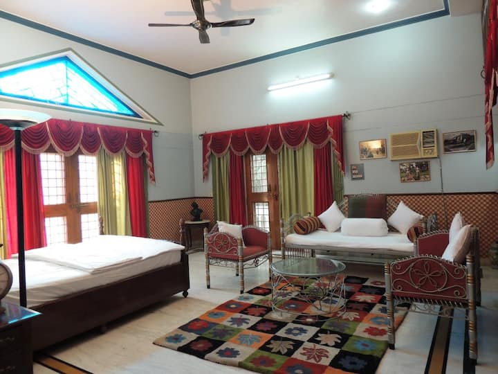 Suite Guest House With Free Wi-Fi & Parking