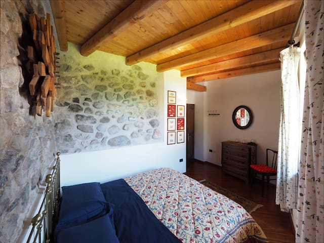 Room in Charming Typical House in Natural Park - Premione - Bed & Breakfast