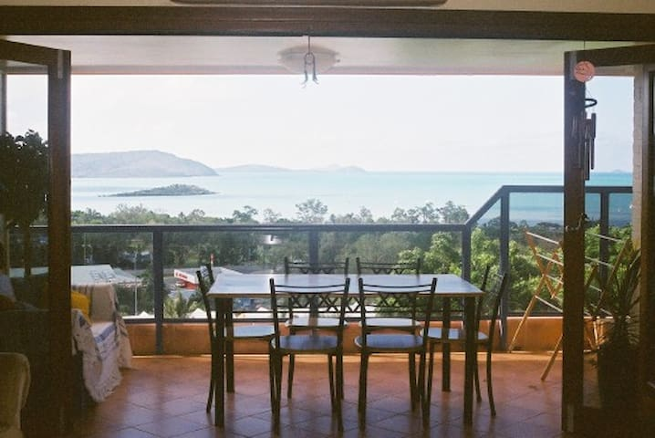 Sea View Luxury Apartment no 7 - Cannonvale - Leilighet