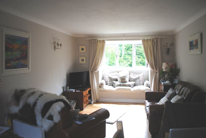 Beautiful private double room and off-road parking