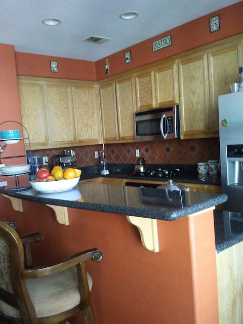Desirable area.Park facing, shopping. Private room