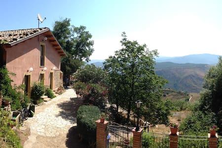 Villa Nives Turismo Rurale - Mistretta - Pousada
