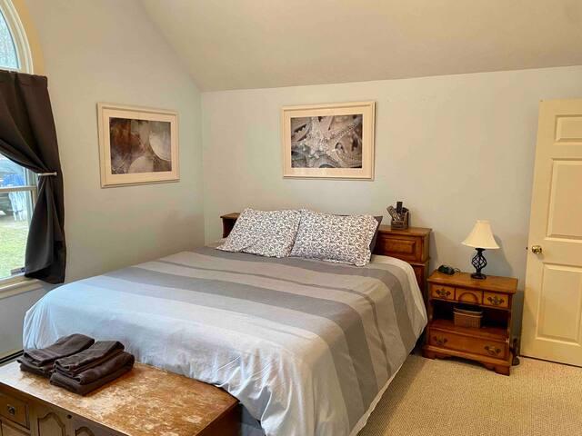 Master bedroom- King bed.