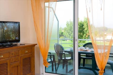 Appart cosy et abordable avec balcon/terrasse privée | sur le Terrain de Golf !
