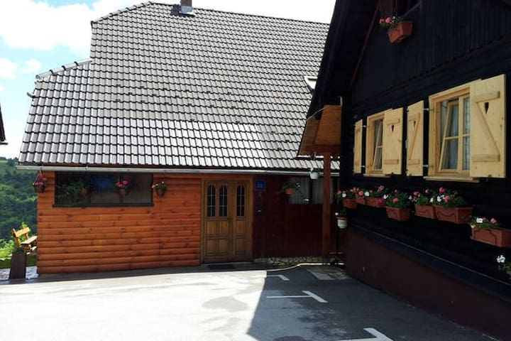 NP PLITVICE, Big wooden OAZA MIRA - Plitvička Jezera - Rumah