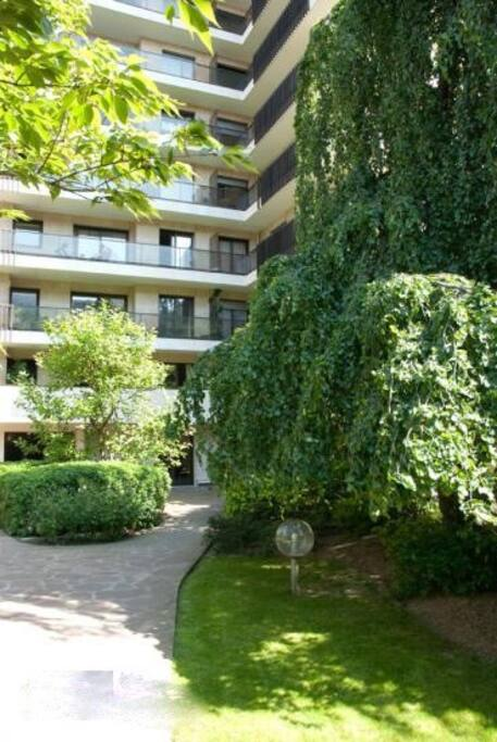 Studio atypique en rez de jardin appartements louer for Studio atypique paris
