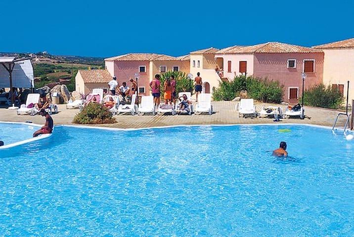 Bilocale in residence con piscina - Aglientu - Apartamento